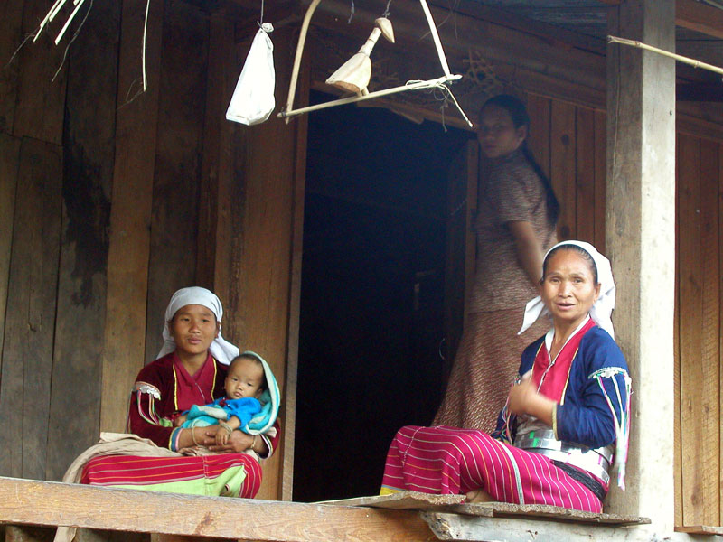 Kyaukme - Palaung-Silver-Belt-tribe-ladies