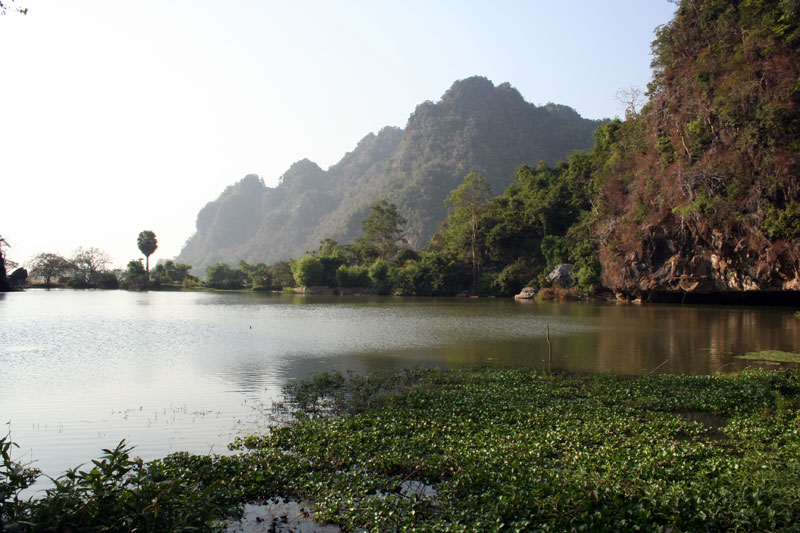 Moulmein Hpa An saddar cave lake