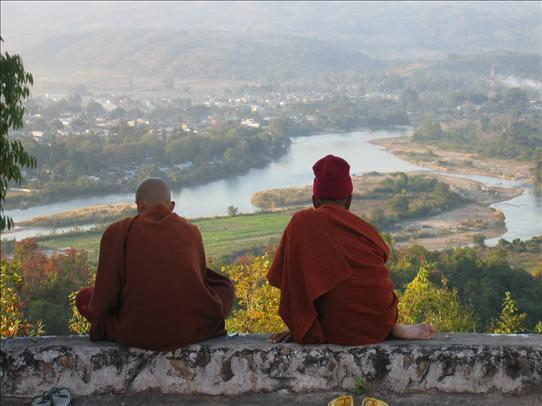 hsipaw and monks