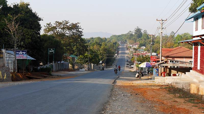 Myanmar motorcycle tour Mandalay 12