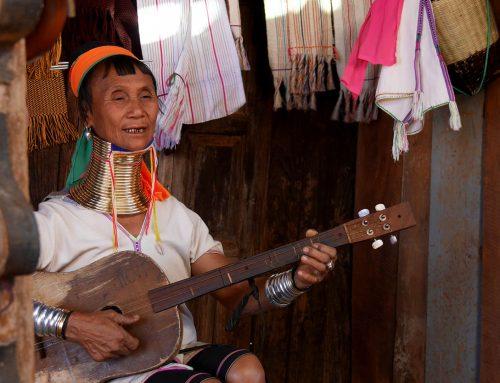 Myanmar moottoripyörällä, osa 8: Päiväretki Loikaw'sta pitkäkaulaisten naisten Panpet-kyliin
